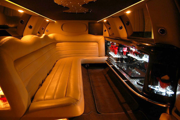 8 Person Lincoln Limo Service Riverside